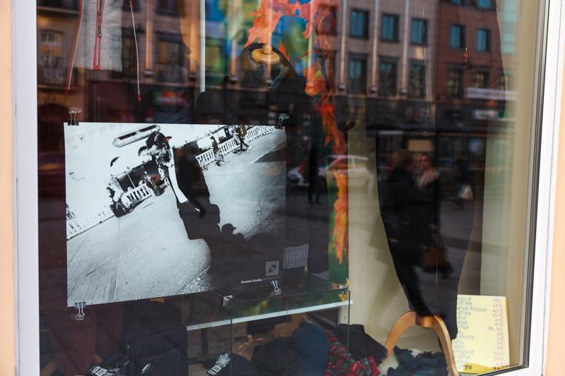 Interphoto Festiwal - Nagrodzone zdjęcia w witrynach na ul.Lipowej