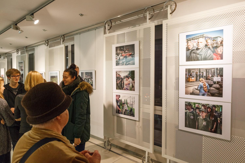 """wystawa fotografii Justyny Mielnikiewicz - """"A Ukraine runs through it"""""""